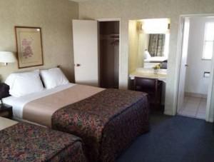 Travelers Beach Inn - 2 Queen Beds